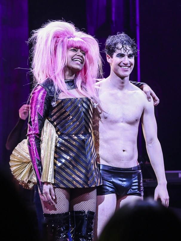 whatamidoingwithmylife - Pics and gifs of Darren in Hedwig and the Angry Inch on Broadway. 8.210679