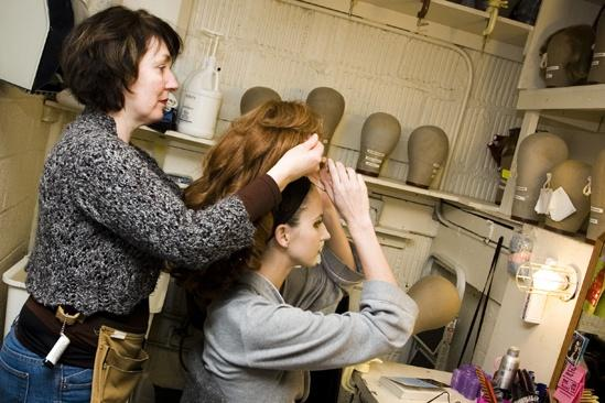 Girls in Jersey Boys – Heather Ferguson putting on wig