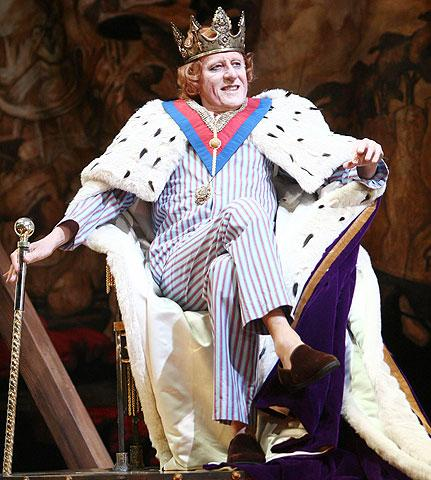 Exit the King - Show Photos - Geoffrey Rush
