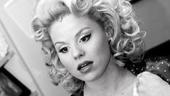 Megan Hilty backstage – powdering