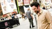 Dustin Diamond  Shoot – Dustin Diamond walking