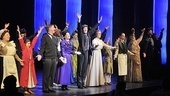 Just another Supercalifragilisticexpialidocious night for the cast of Broadways Mary Poppins as they welcome back Gavin Lee. 