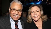 Past Distinguished Performance Award winner James Earl Jones joins fellow honoree and host Kathleen Turner. 