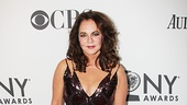Best Actress nominee Stockard Channing (Other Desert Cities) looks super-glam on the red carpet.
