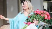 Flowers in hand, Bette takes her final opening night bow in character as Sue Mengers.
