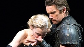 Anne-Marie Duff as Lady Macbeth & Ethan Hawke as Macbeth in Macbeth