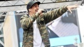 """Showing off his new wedding ring, Lin-Manuel Miranda tears into the New York anthem """"Empire State of Mind""""…"""