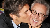Awww! Dr. Oz gives Frankie Valli a dose of love. 