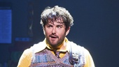 Alex Brightman as Dewey Finn and the cast of School of Rock.