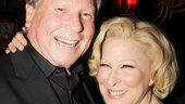 Former Sue Mengers client Ryan O'Neal cozies up next to Bette Midler.