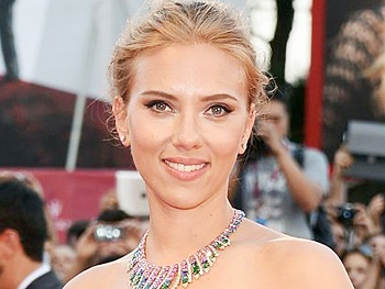 Oh Mama Tony Winner Scarlett Johansson Is Expecting Her