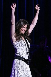Photo Op - Idina Menzel at Madison Square Garden - Idina Menzel  (arms)