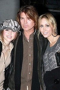 Photo Op - Miley Cyrus at Mamma Mia! - Miley Cyrus - Billy Ray Cyrus - Leticia Cyrus