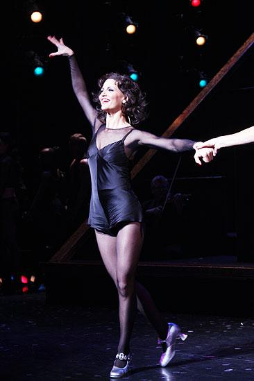 Dancing With The Stars Samantha Harris Debuts As Chicagos Foxy Roxie Hart