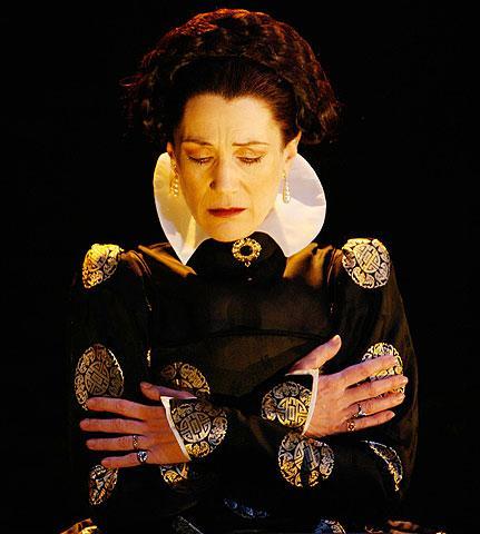 Mary Stuart - Show Photo - Harriet Walker