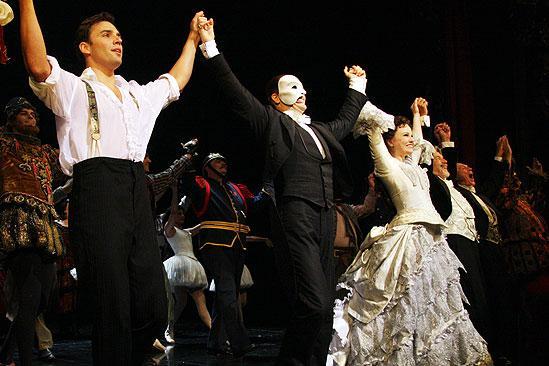 Phantom 9000 performance – John Cudia – Jennifer Hope Wills – Ryan Silverman (curtain call)