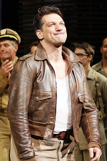 Paulo Szot Returns to South Pacific – Paulo Szot (curtain call)