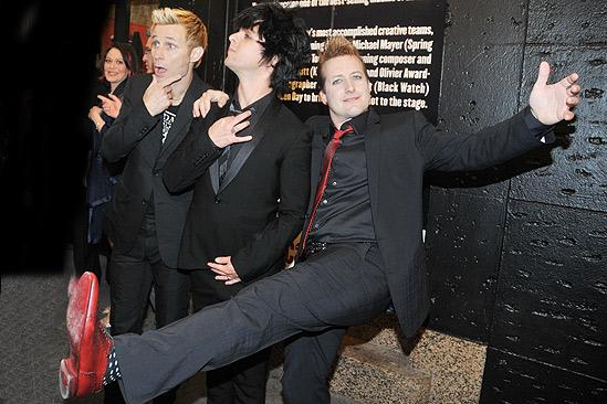 American Idiot Opening – Mike Dirnt – Billie Joe Armstrong – Tre Cool - 2