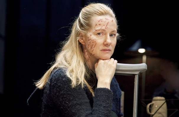 Time Stands Still - Show Photos - Laura Linney