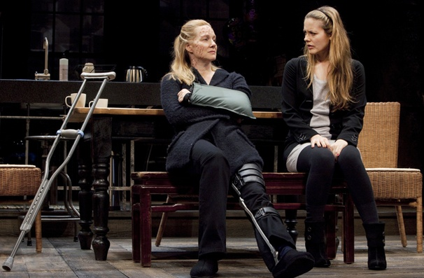 Time Stands Still - Show Photos - Laura Linney - Alicia Silverstone