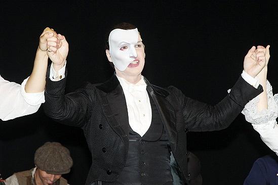 Hugh Panaro Returns to Phantom – Hugh Panaro (hands)