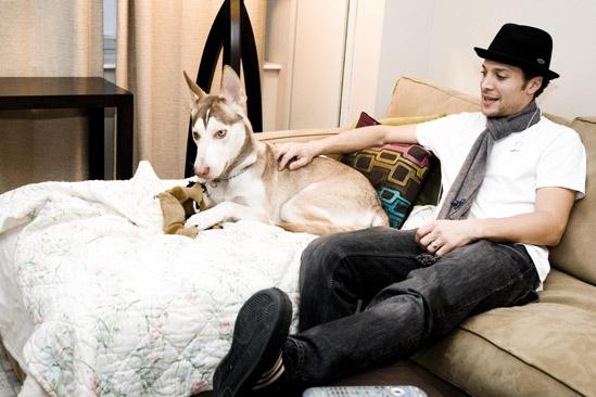 Day in the Life of Justin Guarini – Justin Guarini (sofa)