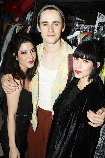 Spidey Kelly Clarkson - Lisa and Jessica Origliasso – Reeve Carney