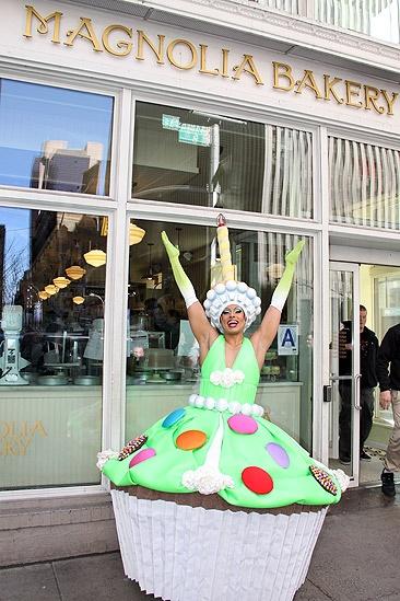 Priscilla Star Cupcake Delivery – Thom Allison (at Magnolia)