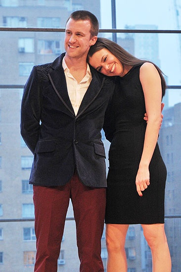 2011 Audience Choice Awards Ceremony – Gavin Creel – Sutton Foster (shoulder)