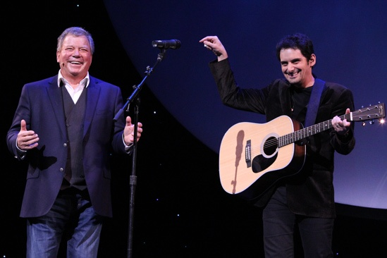 Brad Paisley at Shatner's World – William Shatner – Brad Paisley (stage 1)