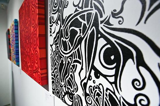Sutton Foster Art Gallery Opening – Havard art