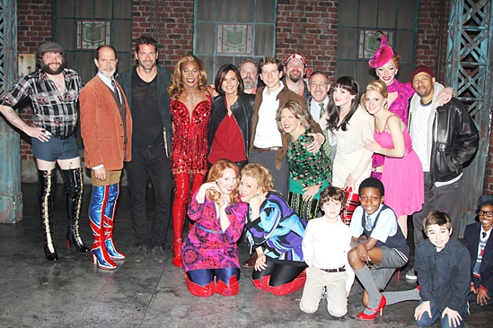 6 Mariska Hargitay at Kinky Boots – group