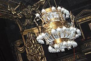 Phantom 7000th Performance - the chandelier!