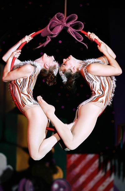Show Photos - Cirque Dreams Holidaze - cast