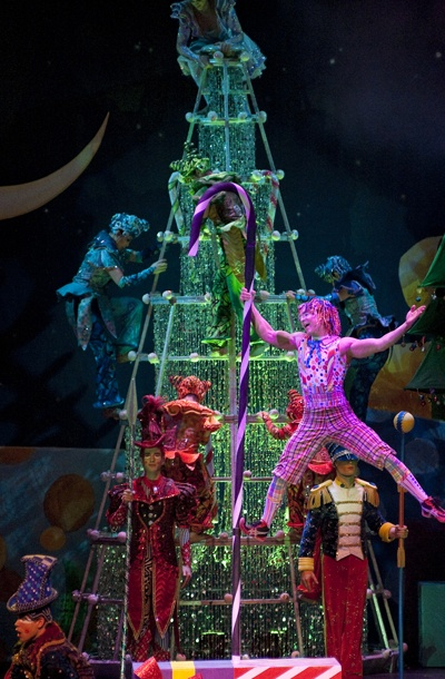 Show Photos - Cirque Dreams Holidaze - cast