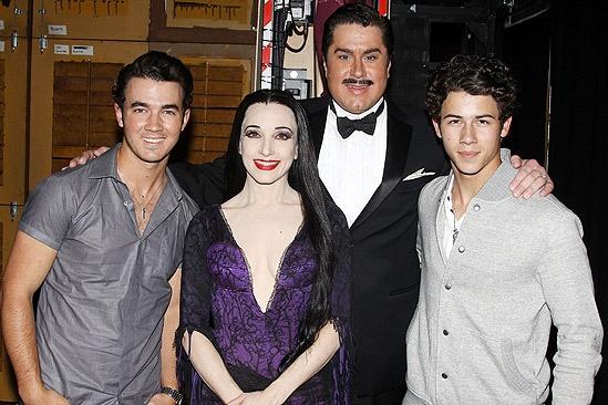 Jonas Addams – Kevin Jonas – Bebe Neuwirth – Merwin Foard – Nick Jonas