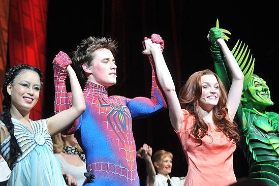 Spider-man returns -  T.V. Carpio – Reeve Carney – Jennifer Damiano – Patrick Page