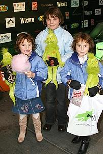 Photo Op - Wicked Day 2006 - 3 girls with grinch dolls