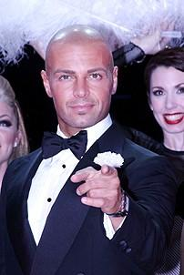Photo Op - Joey Lawrence in Chicago - Joey Lawrence (pointing)