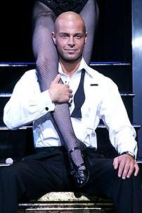 Photo Op - Joey Lawrence in Chicago - Joey Lawrence in girls legs