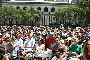 Photo Op - Broadway in Bryant Park 07-26-07 - Crowd 2