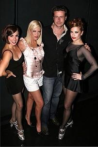 Photo Op - Tori Spelling at Chicago - Donna Marie ASbury - Tori Spelling - Dean McDermott - Michelle De Jean