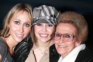 Photo Op - Miley Cyrus at Mamma Mia! - Leticia Cyrus - Miley Cyrus - (grandma) Loretta