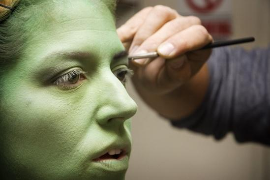 Nicole Parker Backstage at Wicked – eyes3