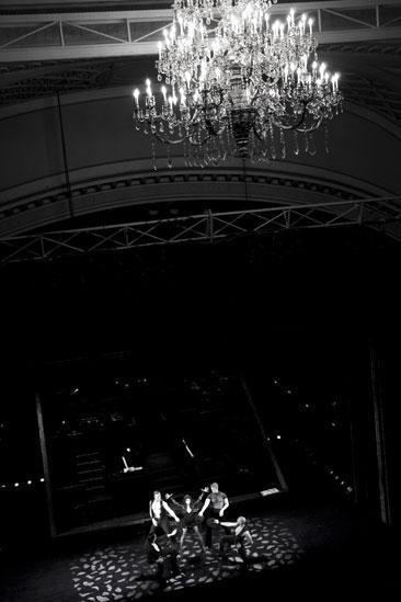 Samantha Harris Chicago photo shoot – chandelier